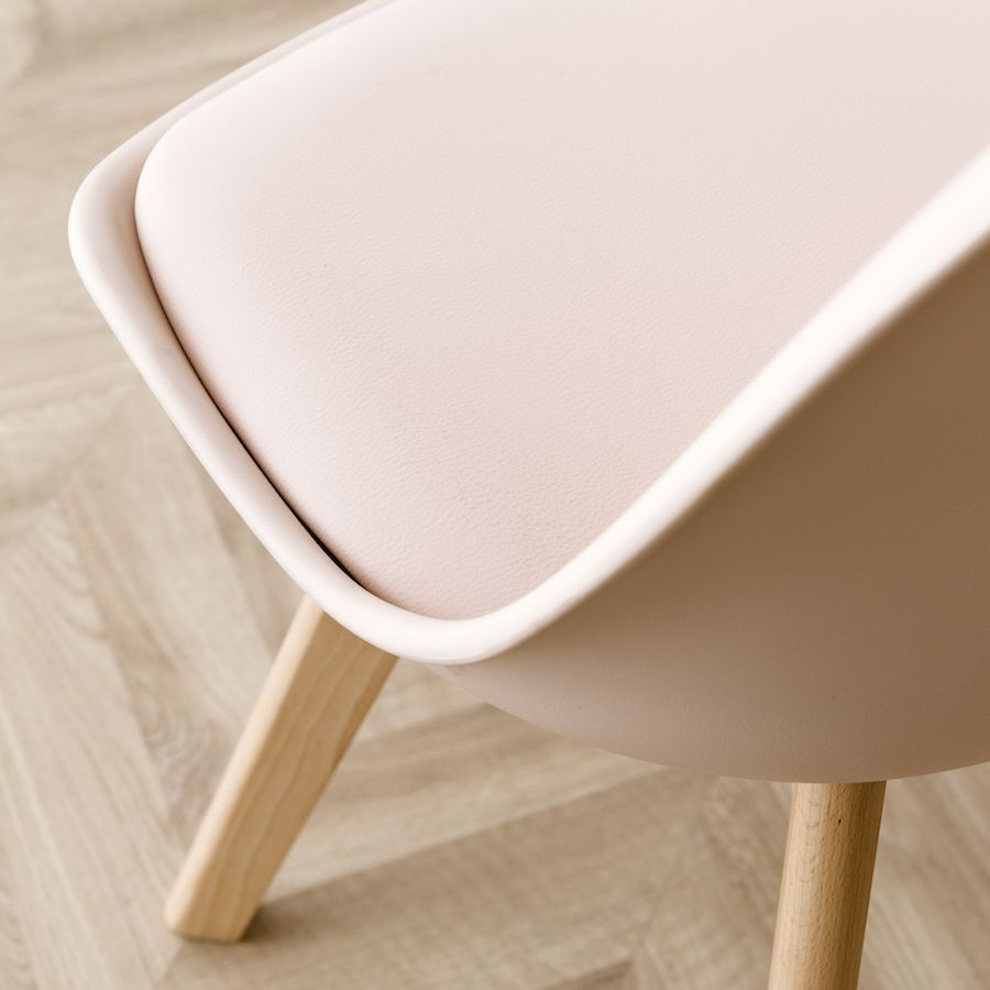 Scandinavian silla rosa claro