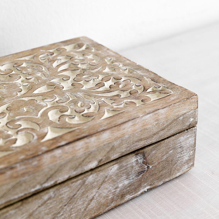 Caixa de madeira envelhecida