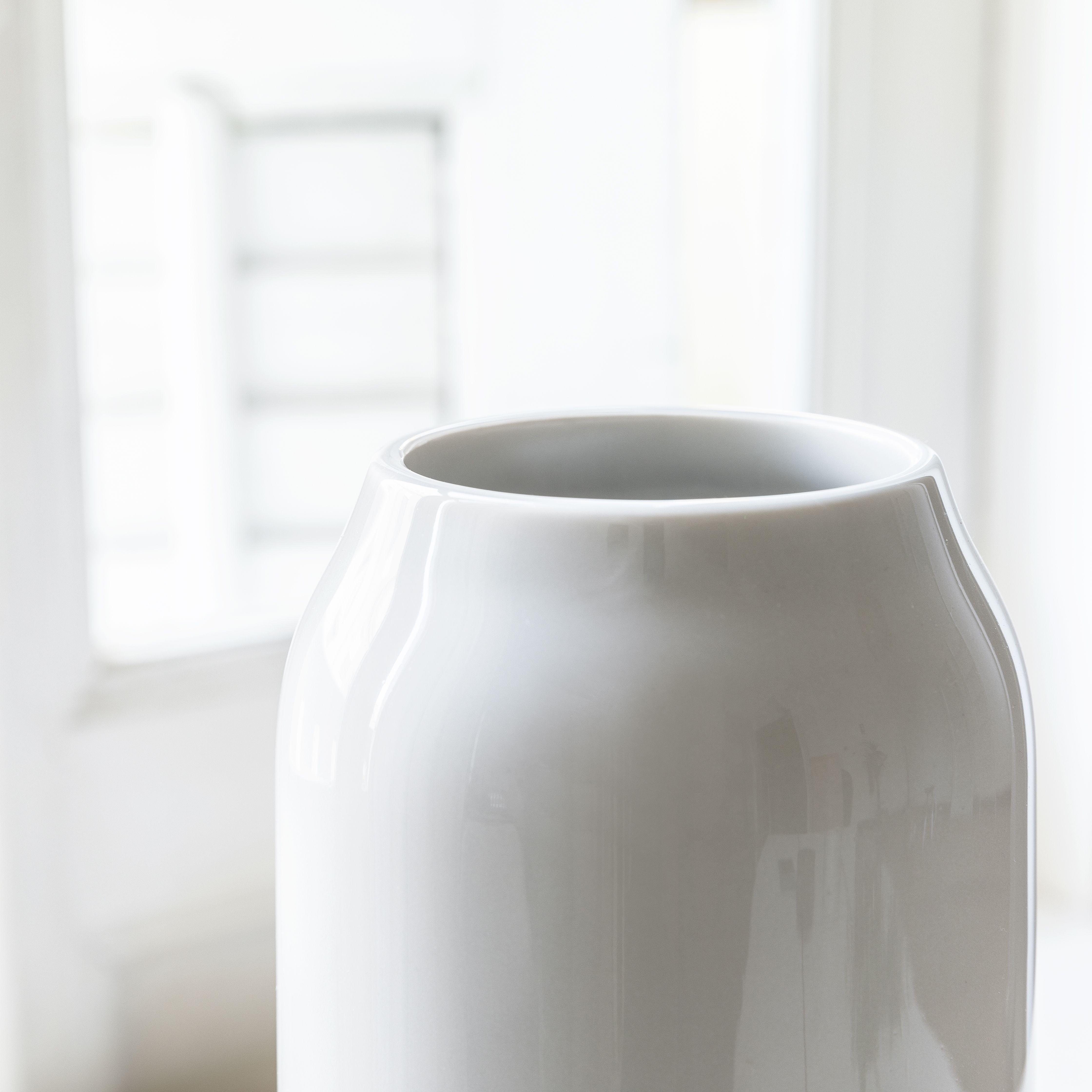 Big jarrón gris